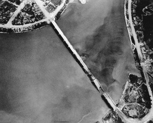 KoreanWar_broken_bridge